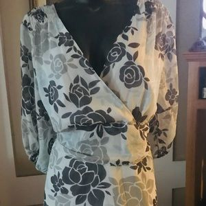 Daisy Fuentes size 1x! Tight back blouse!